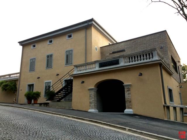 Otvara se prvi gradski hotel, hotel Peteani