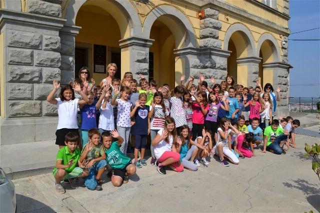 """Učenici četvrtih razreda Osnovne škole """"Ivo Lola Ribar"""" posjetili gradsku upravu"""