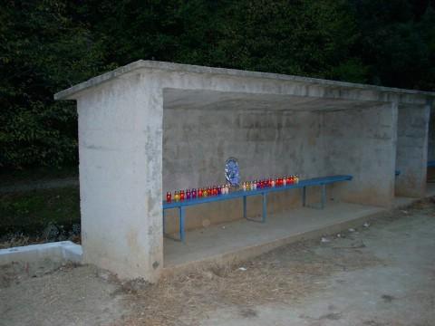 In memoriam Nedim Kovačević: posljedni ispraćaj u četvrtak, dok građani spontano pale svijeće na trenerskoj klupi rabačkog nogometnog igrališta u Maslinici
