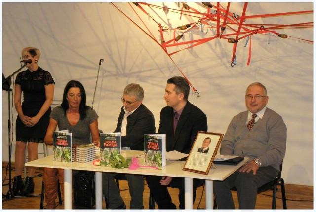 """Predstavljena knjiga Bože Glavičića i Daniela Mohorovića """"Terra fameja"""""""