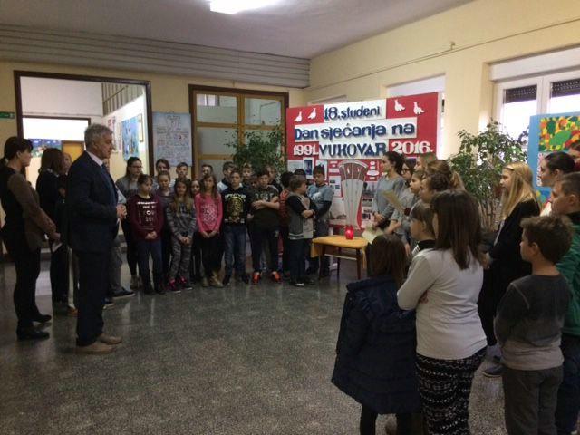 """OŠ """"Ivo Lola Ribar"""" - Obilježen Dan sjećanja na Vukovar"""