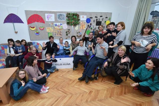 """U okviru projekta """"Veliko srce Valamara"""" uručena donacija Centru Liče Faraguna u Labinu"""
