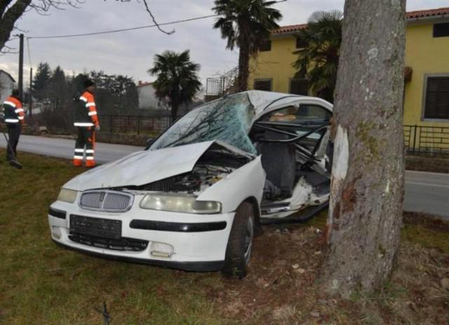 Vrećari: U prometnoj nesreći ozlijeđena vozačica