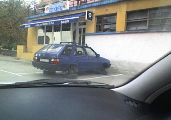 Raša: prijatelju skinuli kotače na autu da ne vozi kući pijan