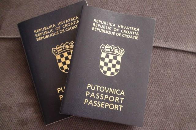 Od danas niže upravne pristojbe: za vozačku 15, za putovnicu 35 kuna