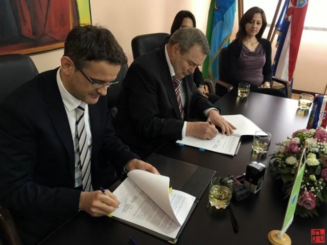 ♫ Općina Sveta Nedelja potpisala ugovor o kreditu teškom 7 milijuna kuna