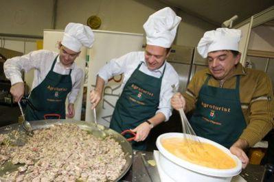 Na Danima mladog maslinovog ulja labinski gradonačelnik Demetlika izgubio u kulinarskom dvoboju