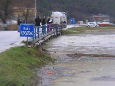 Raša poplavljena - mještani uz rijeku evakuirani (Galerija fotografija + audio)