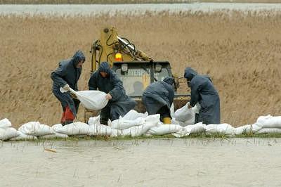 Zbog obilnih padalina osim oplave u dolini Raše i Čepićkog polja, poplavljeni ugostiteljski objekti u Rapcu,Trgetu i Plomin luci, a na sazi bila i redukcija vodoopskrbe