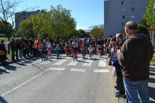 """Povodom Dana Planeta zemlje održana biciklijadu i rolijadu za djecu """"KLINCIJADA"""""""