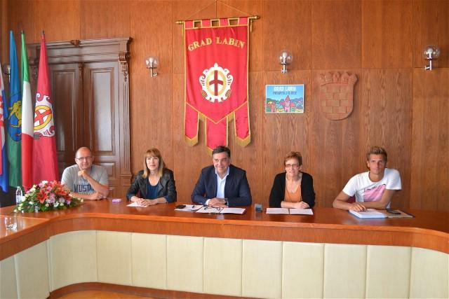 Potpisan ugovor o korištenju poslovnog prostora za provedbu projekta uređenja hostela i inovativnog zapošljavanja osoba s invaliditetom