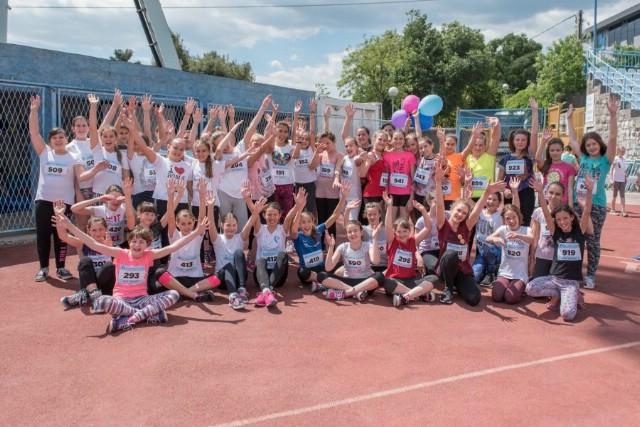 Učenici 3. do 6. razreda osnovnih škola labinštine na kvalifikacijskom atletskom natjecanju Erste Plave lige u Rijeci