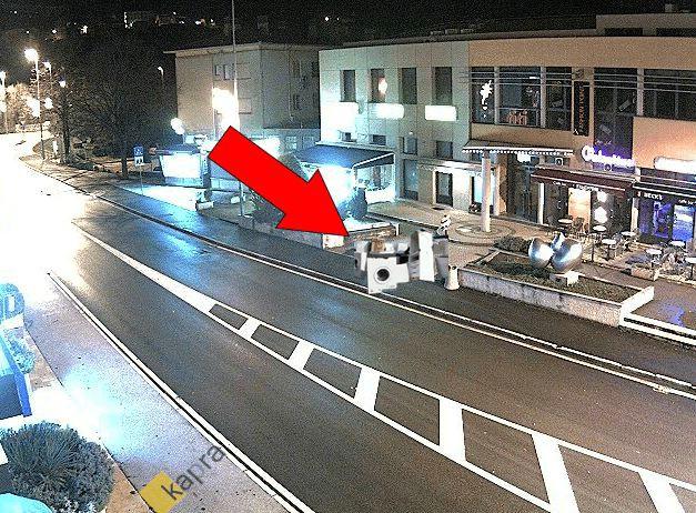Labin: Web kamera uočila nagomilavanje stare bijele tehnike u strogom centru grada (!?)