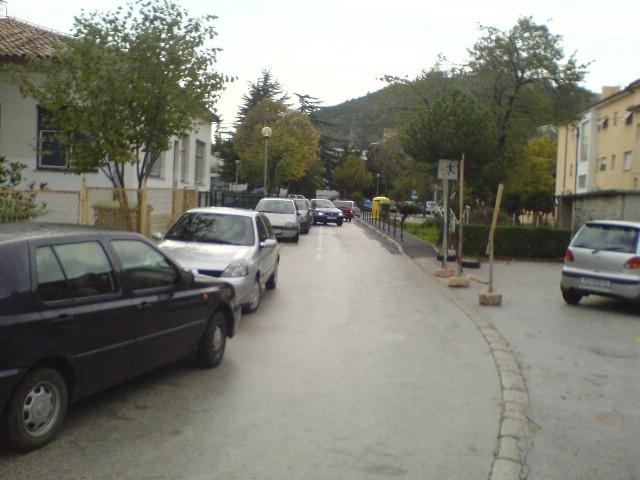 Dvosmjerna ulica, a ne parking