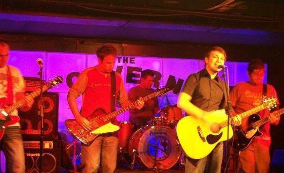 The Orange Strips u sklopu mini-turneje na humanitarnom koncertu u Uljaniku, pa na snimanje za HTV