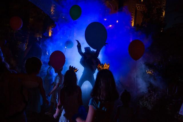Akrobati, žongleri i poznati likovi iz crtanih filmova preuzimaju Rabac / Circus in the City i Bal princeza – zabavni programi za sve uzraste