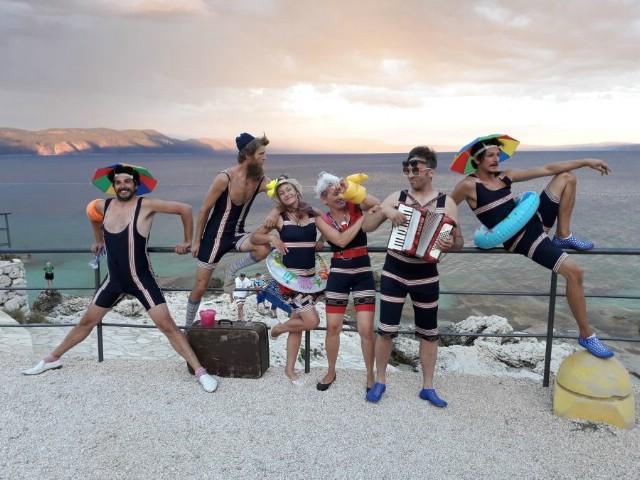 Akrobati i žongleri do suza nasmijali publiku u Rapcu