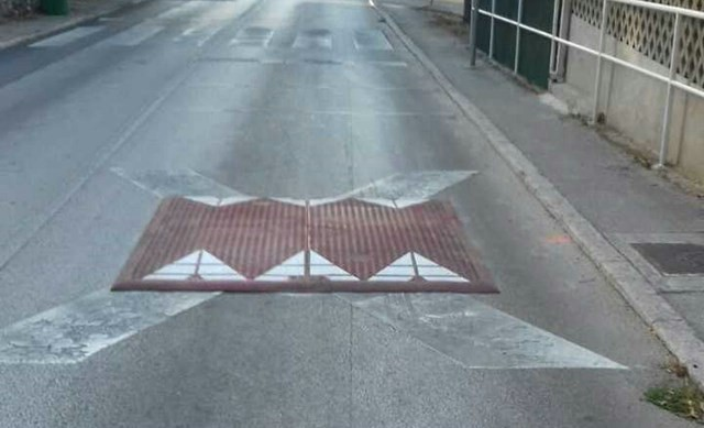 Ispred osnovne škole se više neće moći parkirati