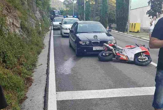Jedna osoba ozlijeđena u prometnoj nesreći u Raši