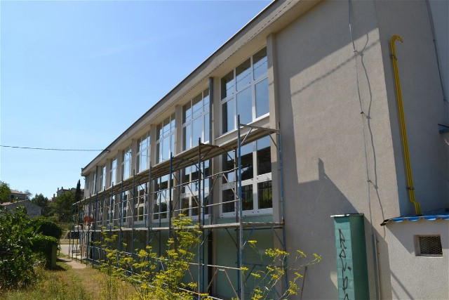 Radovi na zamjeni aluminijske stolarije školske dvorane te sanaciji sanitarnih čvorova u OŠ Matije Vlačića