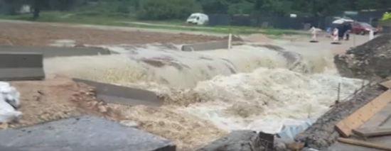 Video: Bujica na Raši odnijela nasip – privremen prijelaz preko rijeke
