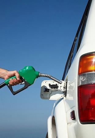 Od ponoći skuplji benzin, a jeftiniji dizel!