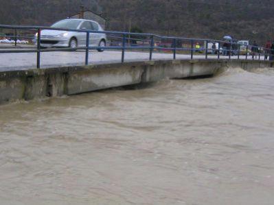 Poplava doline Raše: Najteže na Most Raši, rezervatu magaraca Liburna prijeti potop, neizvjesna noć dok je pet obitelji evakuirano (Galerija fotografija + video)