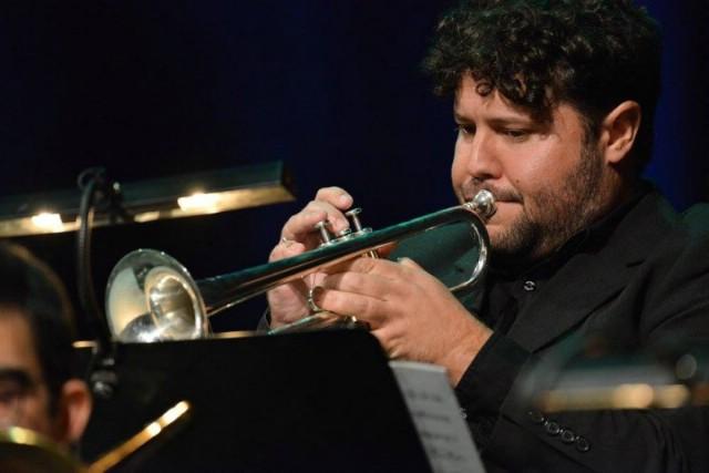 Robert Mikuljan se na koncertu Nove skladbe za Jazz orkestar HRT-a predstavlja sa skladbom Crne ruki