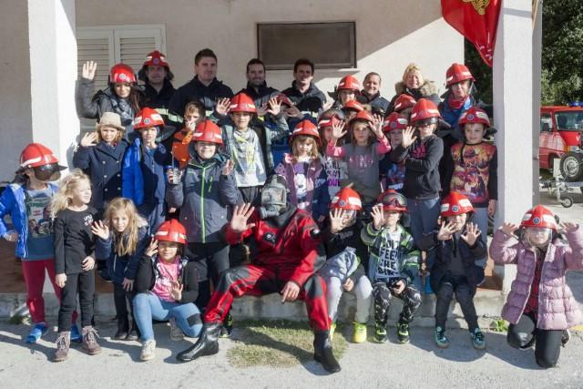 Rabački školarci u posjetu Dobrovoljnom vatrogasnom društvu Rabac - Labin u okviru DOP programa Valamar Riviere