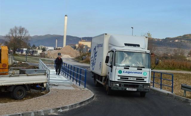 Dovršen je i stavljen u funkciju most preko rijeke Raše