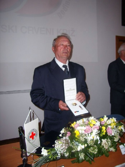 Dobrovoljni darivatelj krvi Petar Jablan dobitnik odlikovanja Reda Danice hrvatske s likom Katarine Zrinske