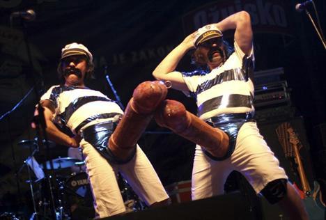 Otkazivanje nezakazanog koncerta skupine Let 3 u KuC Lamparni?