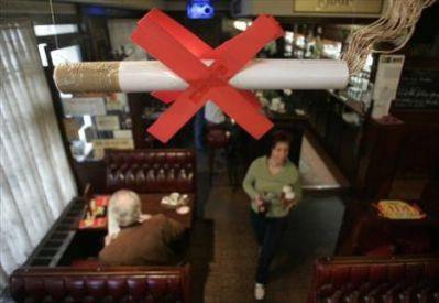 Ceh ugostitelja i turističkih djelatnika  HOK-a: Potpisivanje peticije protiv zabrane pušenja ispred caffe bara Olimp