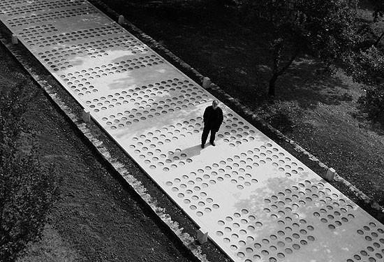 """Veliko priznanje hrvatskoj kulturi i dizajnu - svjetska nagrada za djelo """"Bijela cesta - U iščekivanju kiše"""" realizirano u sklopu 36. mediteranskog kiparskog simpozija na Dubrovi 2008."""