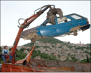Danas započelo uklanjanje napuštenih vozila