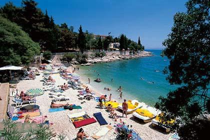 Plavi cvijet 2009: Najljepše plaže rabačke javne plaže Maslinica, St. Andrea, Girandella i Lanterna,   Rabac zauzeo treće mjesto u kategoriji mjesta do 10 tisuća stanovnika
