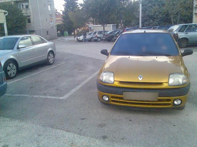 Primjer neodgovornog parkiranja