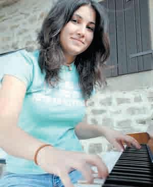 Završila ljetna jazz škola hrvatske glazbene mladeži u Grožnjanu: Dina Rizvić, 16-godišnja pijanistica iz Labina, odlično se snašla u jazz vodama