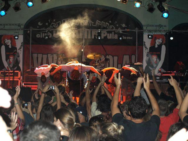 Završila Viva La Pola 2009! Sedamnaest bendova, šest različitih zemalja, dva dana žestine (Galerije fotografija)
