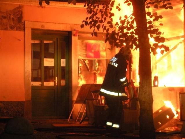 Noćas izgorio gradski poslovni prostor u središtu Labina, izgorio i pas vlasnika, a šteta 15 tisuća kuna (galerija fotografija)