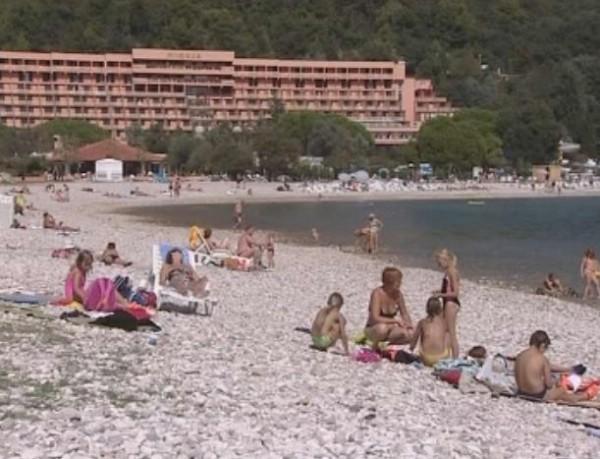 Rabac: plaže i dalje pune, hoteli rade do kraja listopada (VIDEO)