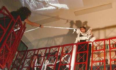 Performans u Labinu: Destruktivno osvajanje svemira
