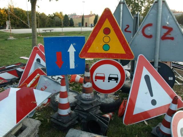 Labin tri mjeseca veliko gradilište - gužva, čepovi, prolazak kroz crveno, neovlašteno reguliranje prometom... (galerija fotografija)