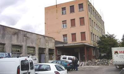 Rekonstrukcija zgrade bivšeg IUR-a: Postavlja se stakleni krov knjižnice