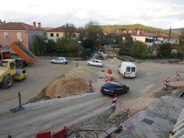 Obavijest: Zbog radova na raskrižju za Rabac od 16. studenog pa do kraja mjeseca zabranjuje se prometovanje teretnih vozila težim od 5 tona prema Starom gradu