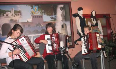 Susret harmonikaša u Raši: Harmonika neće fermati