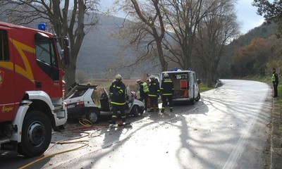 Prometna nesreća kod Raše: teško ozlijeđen vozač škode favorit