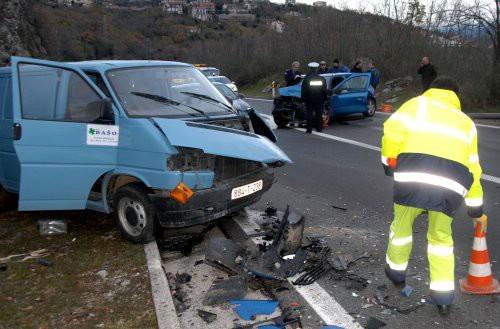 Teška nesreća kod tunela Učka:U sudaru dva automobila i kombija vozačica teško ozlijeđena