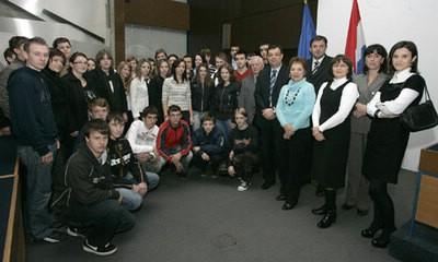 Petero učenika iz Srednje škole Mate Blažine dobilo turističke stipendije