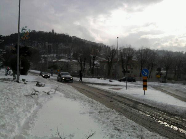 Labin i Rabac pod 10-tak cm snijega - promet bez zimske opreme nemoguć (Galerija fotografija)